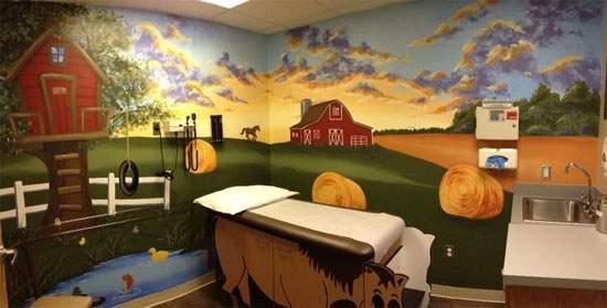 Estudiantes de Bellas Artes pintan el Área de Oncología Infantil del Hospital General Universitario de Alicante 15