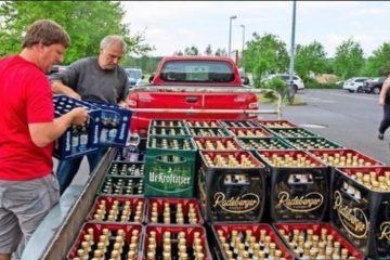 Compran toda la cerveza de los supermercados para boicotear un festival neonazi de su ciudad 8