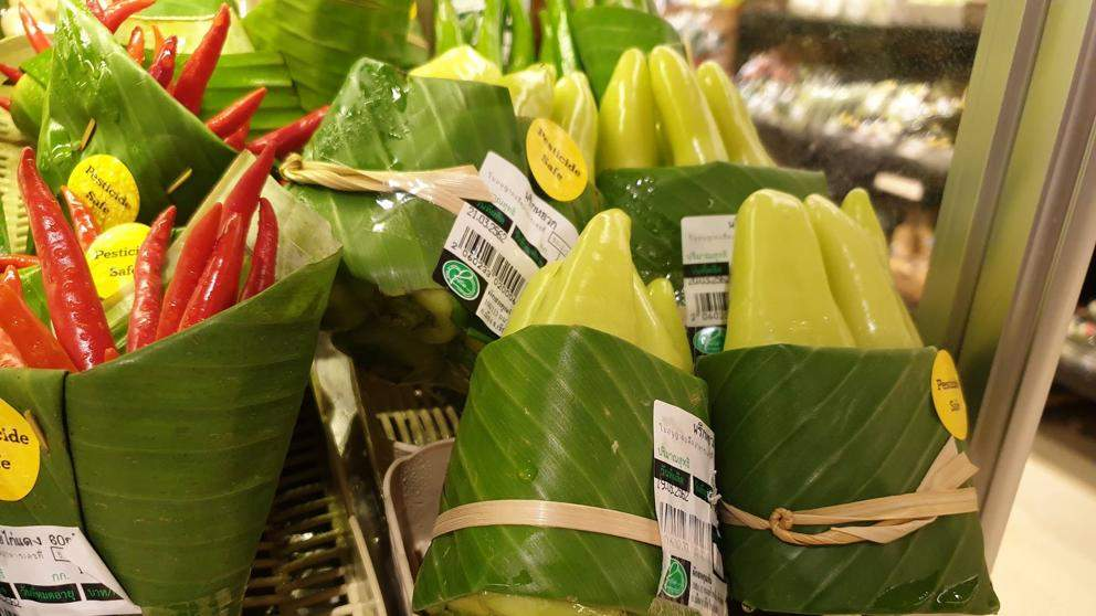Supermercados que están utilizando hojas de plátano en lugar de envolturas de plástico ¡Enhorabuena! 3