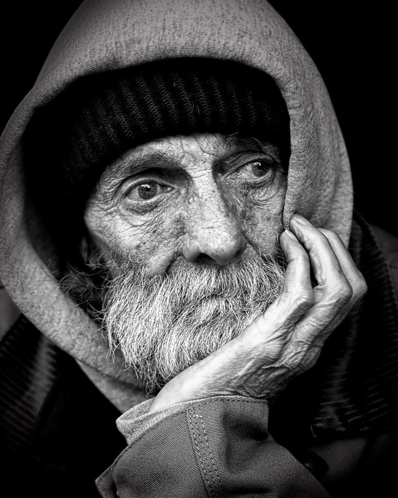 Ancianos que roban para ir a la cárcel y así escapar de la pobreza y la soledad (en un país que no imaginas) 3