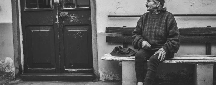 Ancianos que roban para ir a la cárcel y así escapar de la pobreza y la soledad (en un país que no imaginas) 16