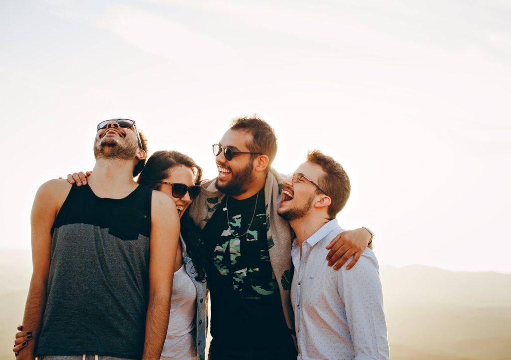 La nueva locura: alquilar amigos falsos para posar contigo en instagram o salir de fiesta 4