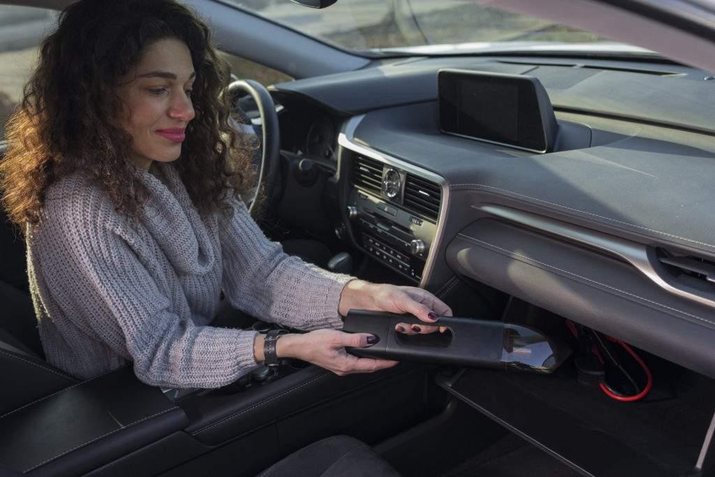 Innovación 3 en 1: la aspiradora que también te ayuda a arrancar el coche y cargar el móvil 1