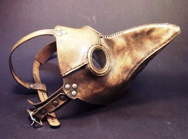 Además del estilazo, te sorprenderán las diferencias entre las máscaras de la peste y las que usamos ahora 4