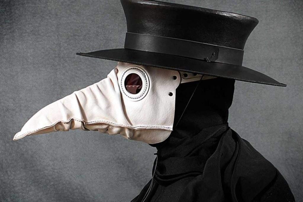 Además del estilazo, te sorprenderán las diferencias entre las máscaras de la peste y las que usamos ahora 1