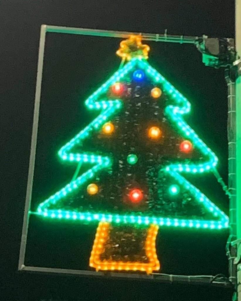 Luces de Navidad diseñadas por niños y niñas de esa misma ciudad ¡Qué gran iniciativa! 5